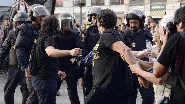"""Влада Каталонії стверджує, що """"незалежність"""" підтримали 90% учасників референдуму"""