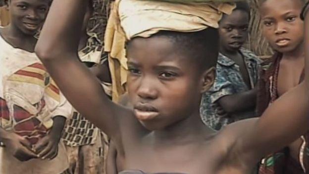 Brigitte Sossou Perenyi cuando era niña