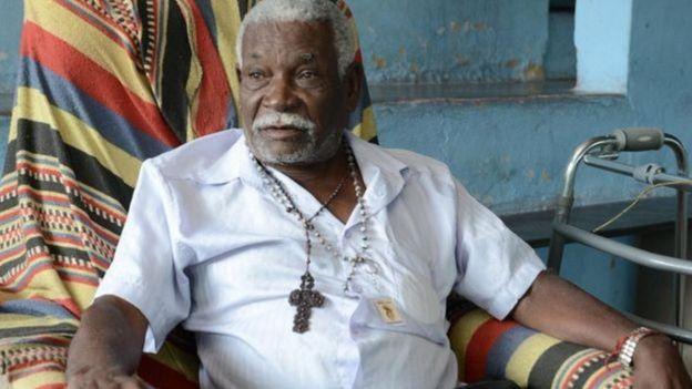 Homem em comunidade quilombola