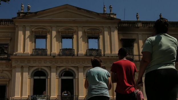 Museu incendiado no domingo