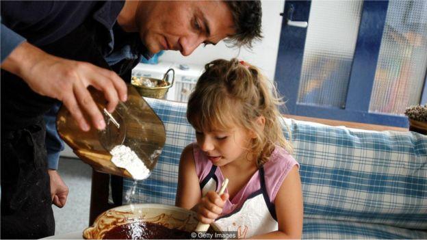 Família cozinhando