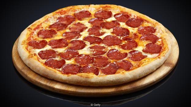 Một lát 100g pizza pepperoni đông lạnh có thể có tới 1,9g muối