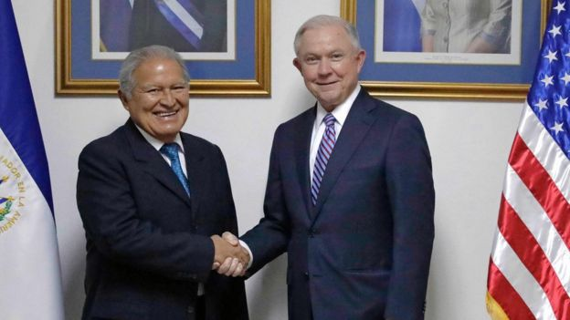 Salvador Sanchez Cerén y Jeff Sessions