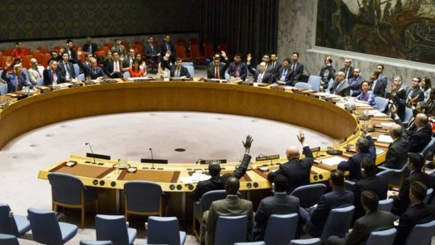 Miembros del Consejo de Seguridad de las Naciones Unidas votan una resolución para aplicar nuevas sanciones contra Corea del Norte en la sede de las Naciones Unidas en Nueva York, el 5 de agosto de 2017