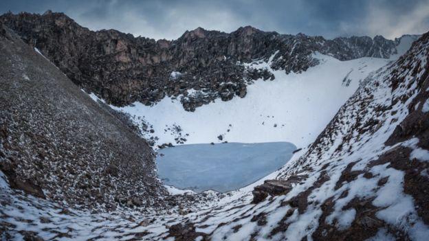 Lago Roopkund, en la cordillera del Himalaya