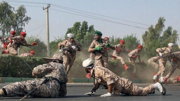 تقارير تقول إن من بين القتلى 8 من عناصر الحرس الثوري وصحفي