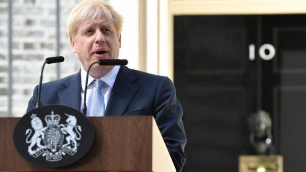 Boris Johnson, PM baru Inggris berbicara kepada media di depan kantor perdana menteri 10 Downing Street.