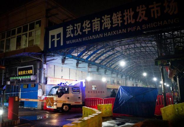 发生疫情的武汉华南海鲜批发市场已暂停营业。