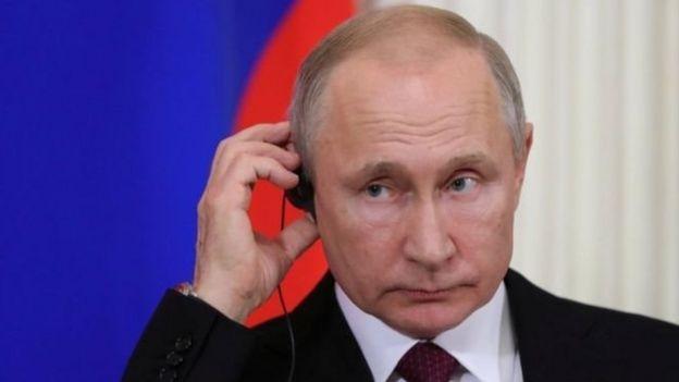 الحكومة الروسية تدرس فصل البلاد عن شبكة الانترنت _105600309_14e754f5-53e5-4cab-914c-78094d9c792f