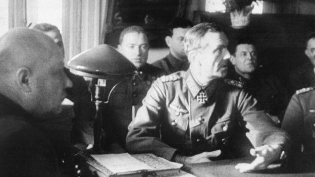 Thống chế Friedrich Paulus đầu hàng