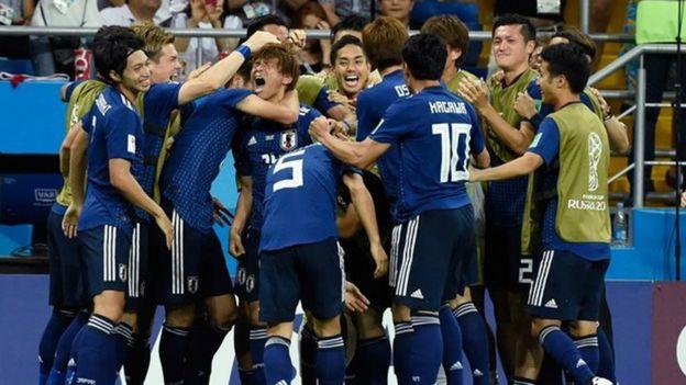 Các cầu thủ Nhật Bản ăn mừng sau khi vượt lên dẫn trước đầy bất ngờ.