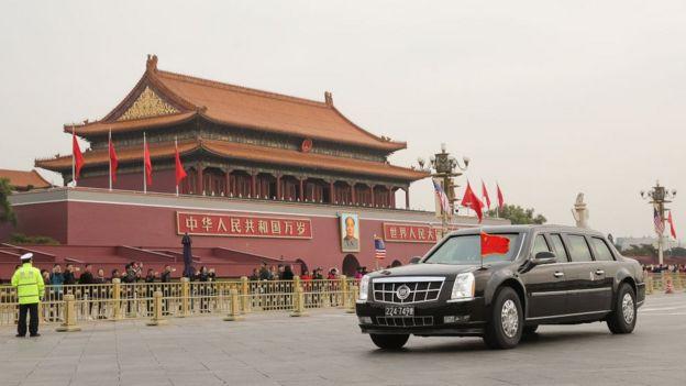 Trump visita la Ciudad Prohibida en China.