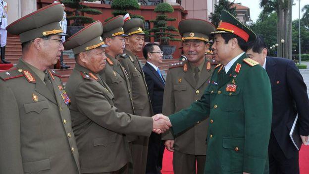 Quan chức quốc phòng Bắc Hàn và Việt Nam