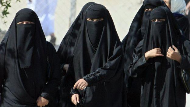 Arab Saudi menerapkan sistem perwalian pria atas perempuan yang ketat.