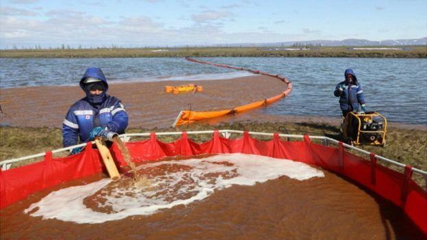 Clean-up work on Ambarnaya River, 7 Jun 20