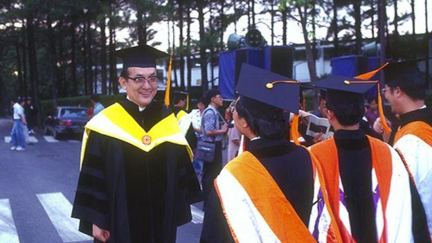 1994年起,沈君山擔任台灣清華校長,替兩岸清華交流作出許多貢獻。