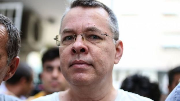 Pada tanggal 25 Juli, Andrew Craig Brunson dikawal polisi Turki menjalani tahanan rumah di Izmir.