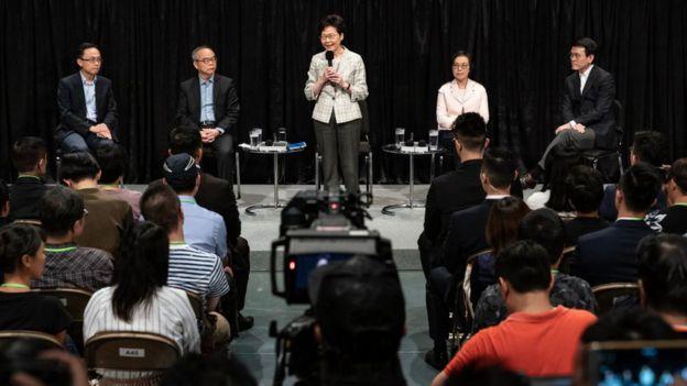 150 người được chọn ngẫu nhiên để tham gia cuộc đối thoại mở với bà Lam