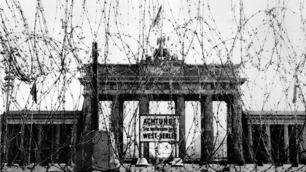 Arame farpado próximo da Porta de Brandemburgo