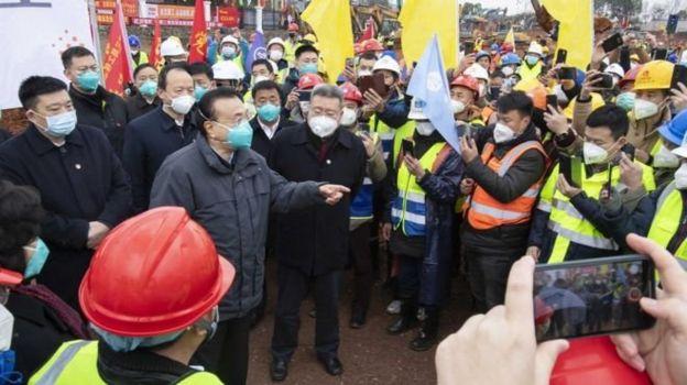 中国总理李克强在武汉视察疫情