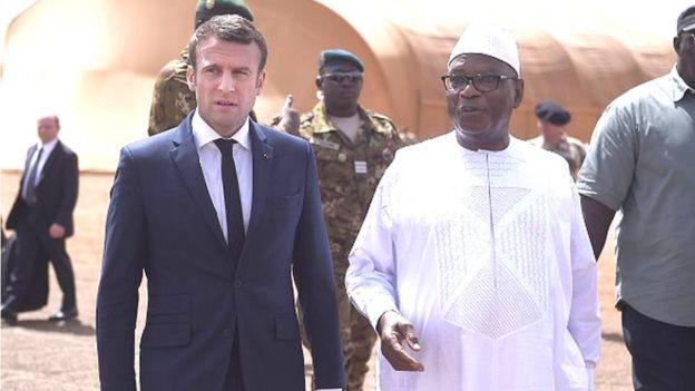 Il a été accueilli par son homologue Ibrahim Boubacar Keita dans la plus grande ville du nord où sont stationnés des soldats français de l'opération Barkhane.