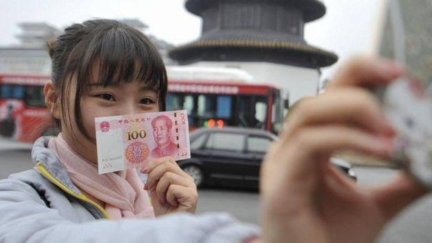 Hiện đồng tiền Trung Quốc dùng ba mã ký hiệu trong giao dịch.