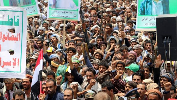 حاضران در مراسم از ادامه حملات هوایی به رهبری عربستان بسیار خشمگین بودند.