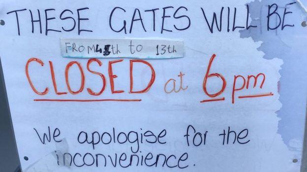 Staff shortages lead to Wareham rail crossing closure - BBC News