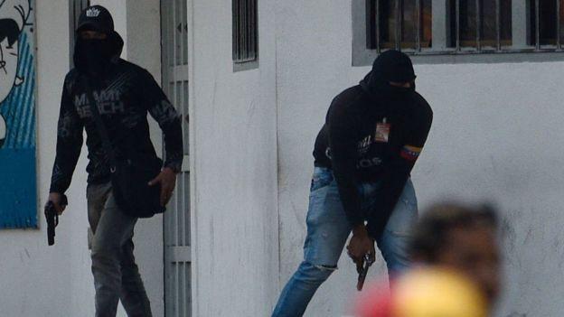 Miembros de los colectivos, o grupos civiles armados afines al gobierno de Nicolás Maduro.