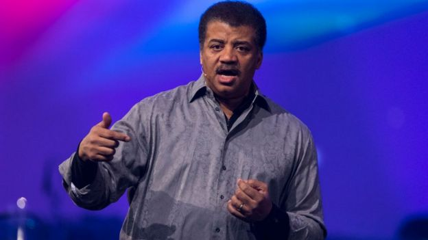 Neil deGrasse Tyson dando una conferencia.