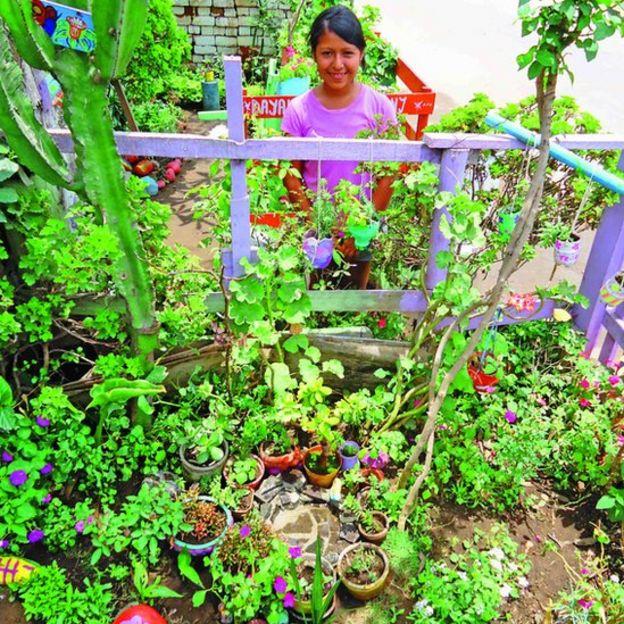 Menina com seu jardim