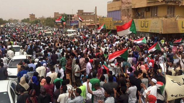 2019'da Sudan'daki protestolarda internetin yanı sıra telefon hatları da yetkililer tarafından kesildi