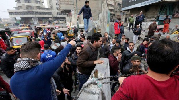 محتجون في بغداد