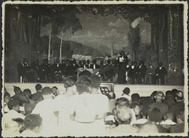 Mesa principal de uma festa da Frente Negra Brasileira em 1935