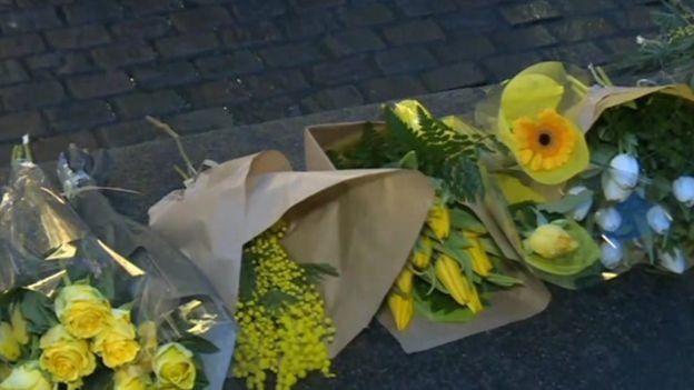 Nantes taraftarlarının Sala için bıraktığı çiçekler