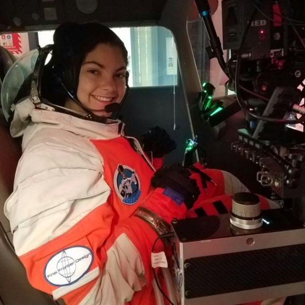 Alyssa là người trẻ tuổi nhất tốt nghiệp Advanced Possum Academy, một học viện về không gian khi mới 17 tuổi