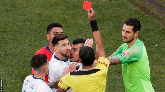 Mbere yaho, Messi n'ikipe y'igihugu ya Argentine bari banenze imisifurire muri iyi mikino y'igikombe cya Copa America