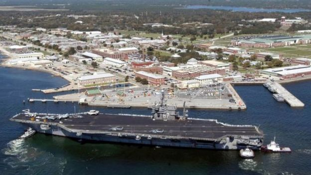 القاعدة البحرية التي وقع فيها الحادث.