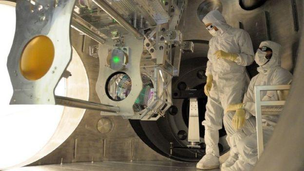 Interior de los túneles de concreto de LIGO.