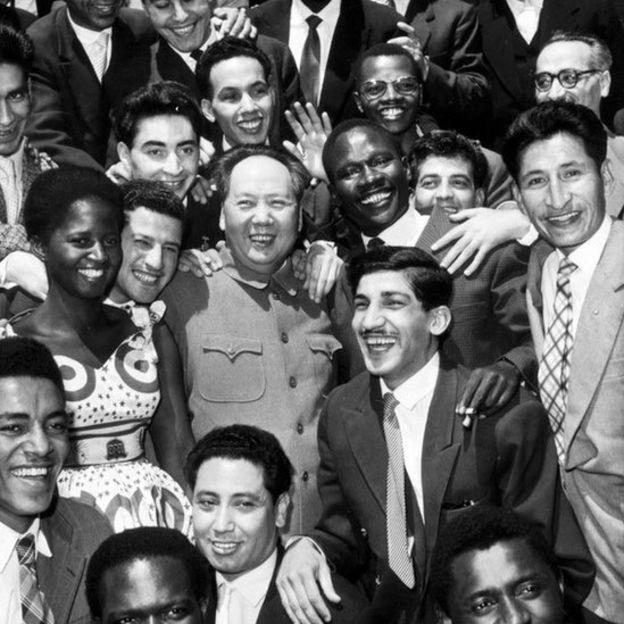 1959年,毛澤東主席和亞非拉青年