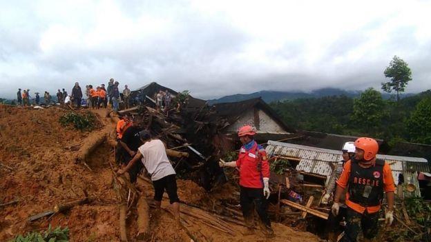 Contoh Teks Diskusi Tentang Bencana Alam - Berbagai Teks ...