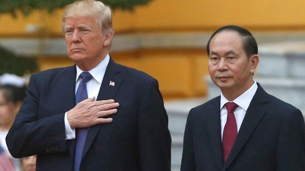 Chủ tịch Trần Đại Quang tiếp đón Tổng thống Mỹ Donald Trump ở Hà Nội ngày 12/11/2017