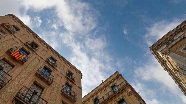 Esteladas en un edificio de Barcelona.