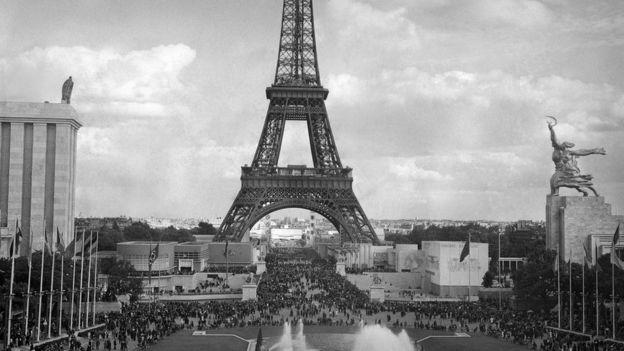 Советский и германский павильоны на Всемирной выставке в Париже (май 1937 года)
