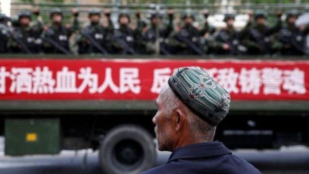 Özerk bölge statüsünde olan Şincan'da nüfusun yüzde 45'ini Müslüman Uygurlar oluşturuyor.