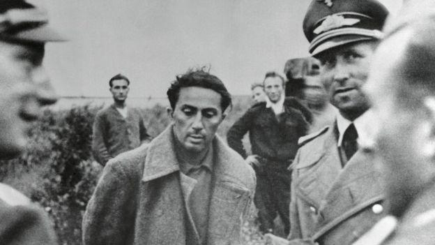 Yakov Dzhugashvili bị quân Đức hỏi cung sau trận Smolensk