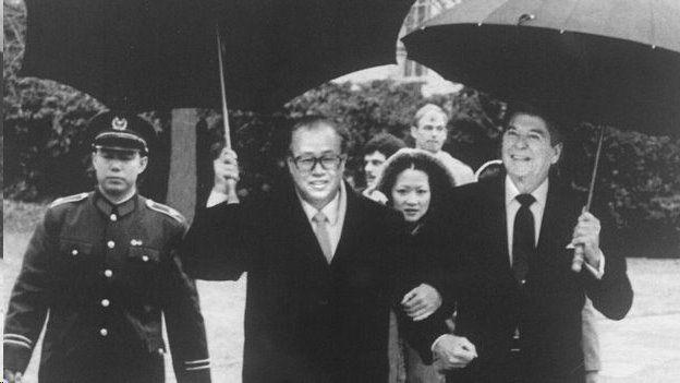 美国总统里根与中国总理赵紫阳签署