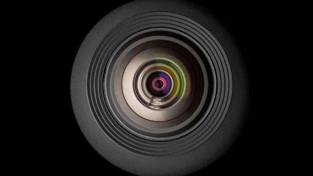 دوربین تلفن همراه مثل چشم است و همه چیزهایی که جلویش قرار دارند را میبیند