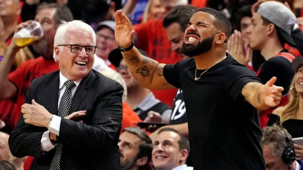 Drake reacts courtside