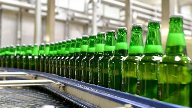 flaše piva u fabrici